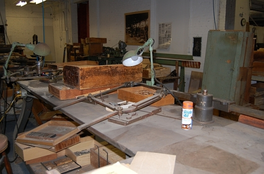 Pantograph and router head for scaling up and down then type cutting, when traced along the contours of a master.